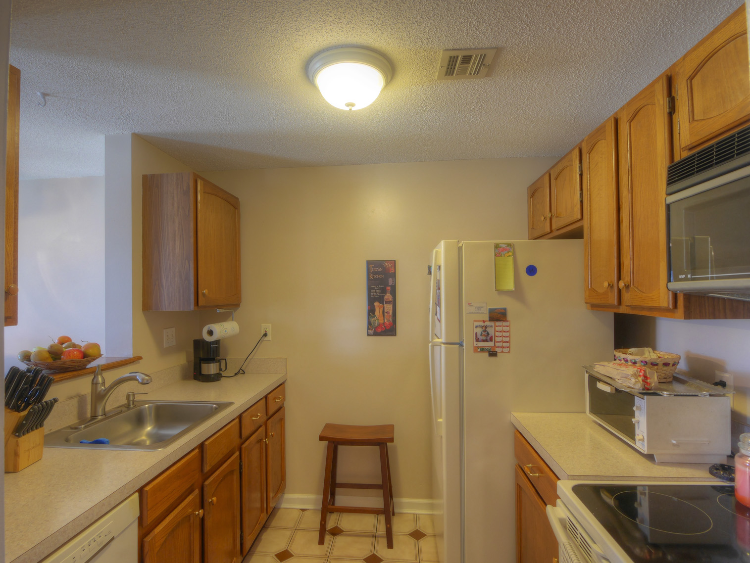 Bright And Sunny 4th Floor Unit Has Nice View 2 Bedrooms Full Bath Are In Excellent Condition Combo Living Dining Room Galley Kitchen With Newer
